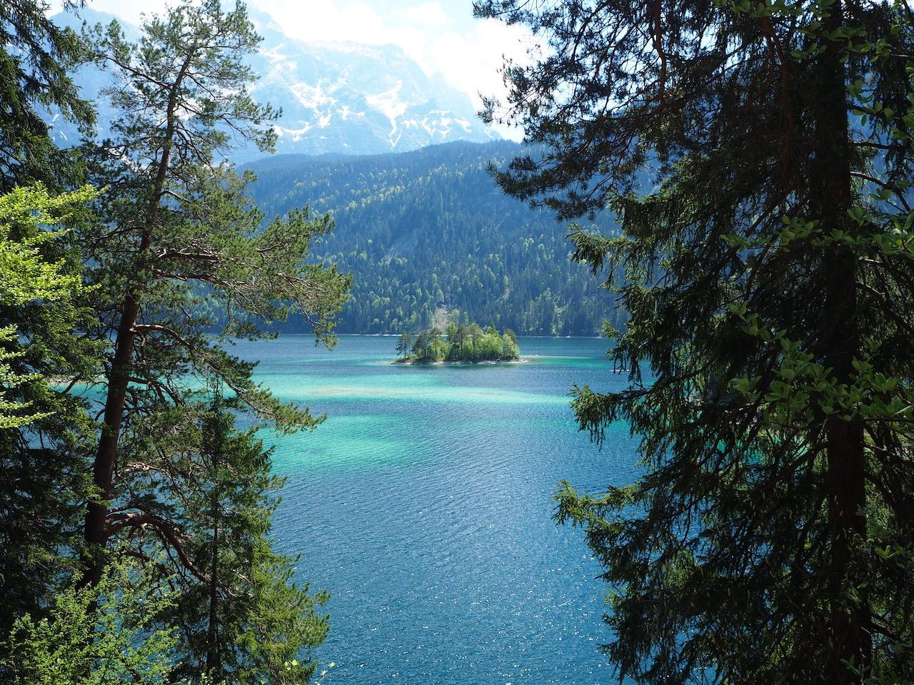 Schöner Ausblick auf Insel und Zugspitze